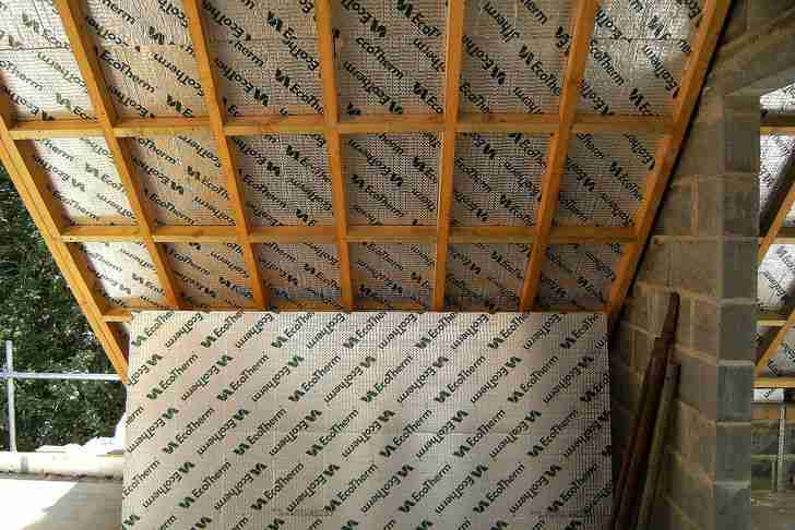 以Roof Insulation Goes On 1为标题的图片